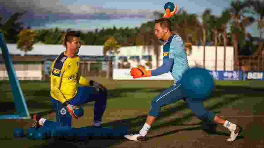 Robertinho utilizava da criatividade para inventar vários treinamentos que simulavam as dificuldades para um goleiro - Vinnicius Silva/Cruzeiro