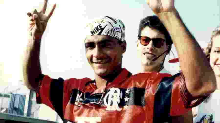 Romário posa para os fotógrafos na chegada ao Flamengo, em janeiro de 1995 - Patrícia Santos/Folhapress