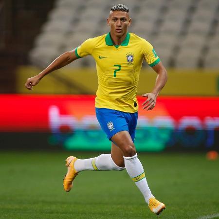 Richarlison em ação com a camisa da seleção brasileira - Miguel Schincariol