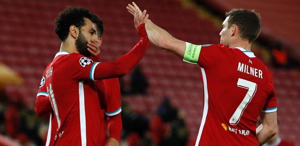 Salah marca no fim e Liverpool vence Midtjylland por 2 a 0