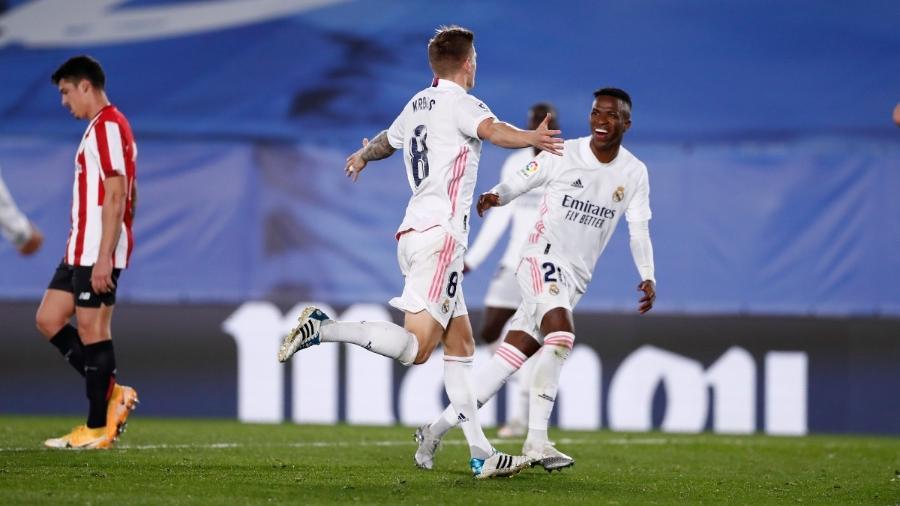 Toni Kroos e Vinícius Júnior comemoram gol do Real Madrid contra o Athletic Bilbao, pelo Campeonato Espanhol - Divulgação/Real Madrid