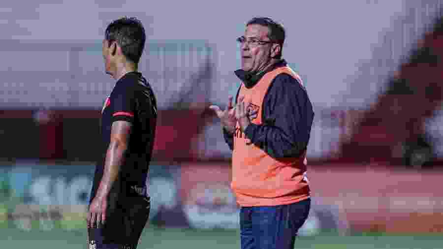 Vanderlei Luxemburgo comanda o Vasco da Gama contra o Atlético-GO: jogo marcou sua reestreia - Heber Gomes/AGIF