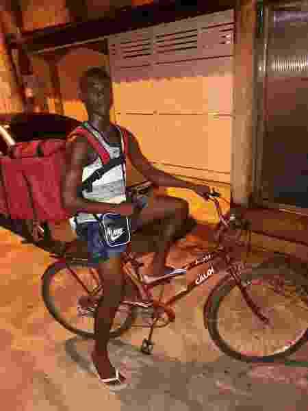 Careteca Gabriel Nunes Silva faz entregas de bicicleta - Arquivo Pessoal - Arquivo Pessoal