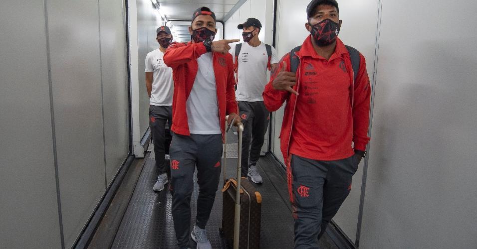 Flamengo já está na Argentina para o jogo contra o Defensa y Jusiticia. O Rubro-Negro não contará com quatro jogadores: Willian Arão (suspenso), Diego Ribas, Bruno Henrique e Rodrigo Caio (lesão).