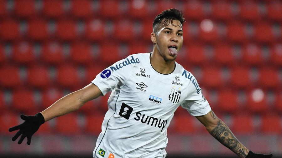 Kaio Jorge comemora após marcar segundo gol nos confrontos das oitavas da Sul-Americana 2021 entre Santos e Independiente (ARG). - Staff Images/Conmebol
