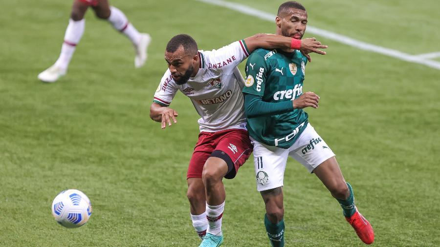 Wesley e Samuel Xavier disputam lance em Palmeiras x Fluminense pelo Brasileirão - Marcello Zambrana/AGIF