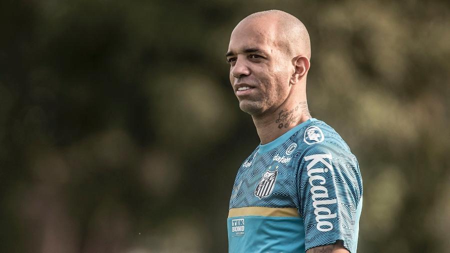 Diego Tardelli em ação durantre treino do Santos - Ivan Storti/Santos FC