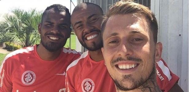 Talles (e), Cassiano (c) e Zé Mário (d) após treinamento separado do grupo do Inter