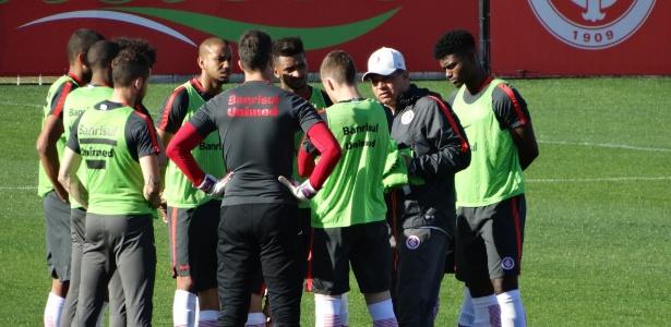 Celso Roth esboçou equipe que pegará o São Paulo com mudanças