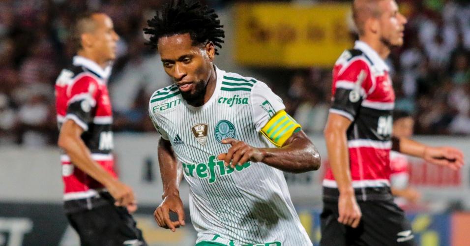 Zé Roberto comemora gol do Palmeiras contra o Santa Cruz