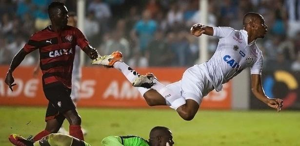 O atacante colombiano Copete será titular mais uma vez no Santos de Levir Culpi