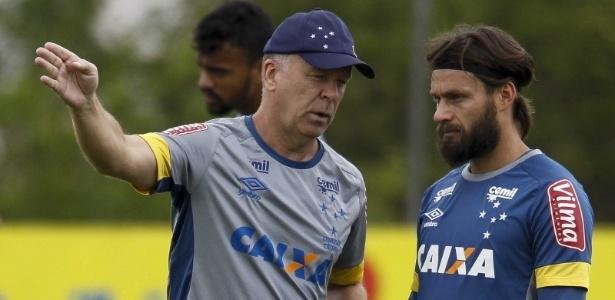 Nada decidido. Mano Menezes ainda quer testar jogadores e novas formações no Cruzeiro