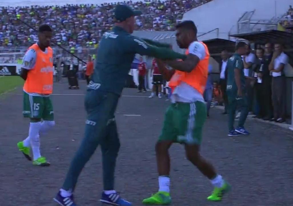 Omar Feitosa discute com Thiago Santos