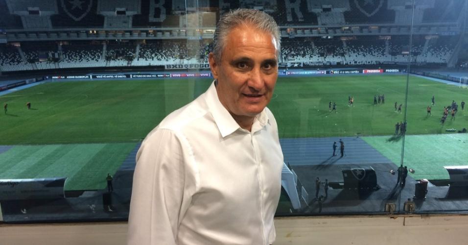 Tite, técnico da seleção brasileira, foi ao Engenhão para acompanhar Botafogo x Sport
