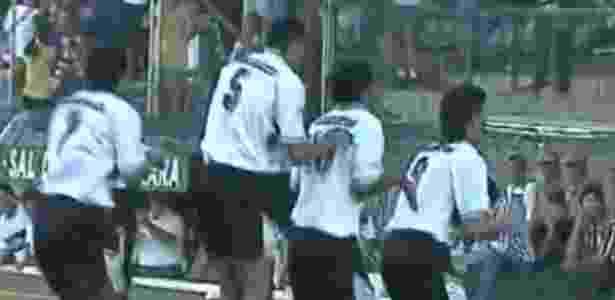 Atletiba de 1995 completa 23 anos  Páscoa que entrou para a história dos  clubes Imagem  Reprodução 8eb845e753cca