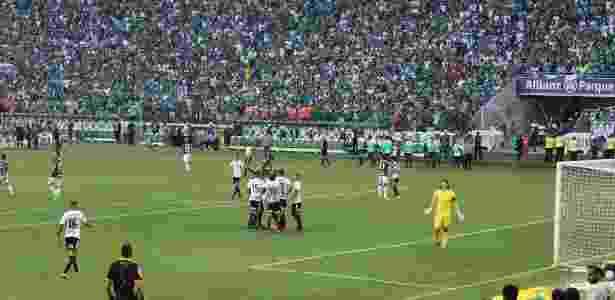 Foto tirada por torcedor mostra momento de confusão após marcação de pênalti - Arquivo Palmeiras/Forza Palestrina