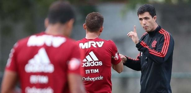 Efetivado, o técnico Maurício Barbieri comanda o Flamengo em busca de títulos