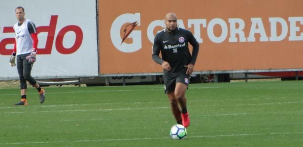 Rodrigo Moledo volta ao Inter em jogo-treino contra o Avenida, no CT do clube - Marinho Saldanha/UOL