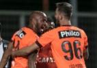Técnico defende Thiago Heleno das críticas após nova derrota do Atlético-PR - Pedro Vale/AGIF