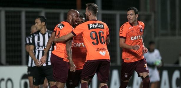 Thiago Heleno voltou contra o Atlético-MG: cobranças após derrota para a Chapecoense