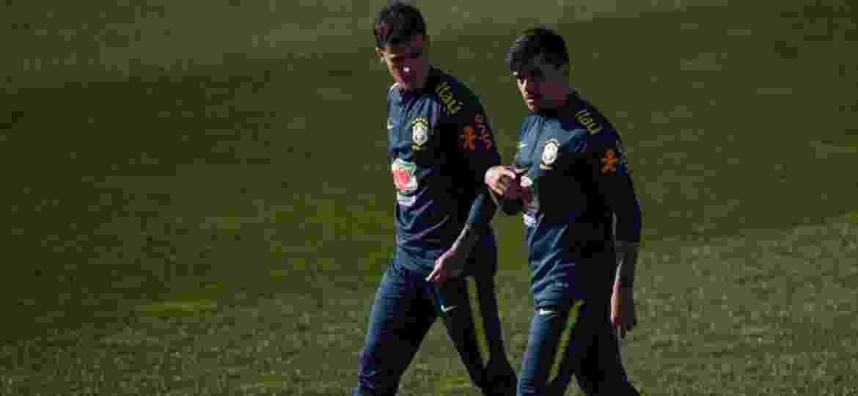 Philippe Coutinho e Fagner foram escolhidos por Tite em provável equipe titular da seleção - Pedro Martins/Mowa Press