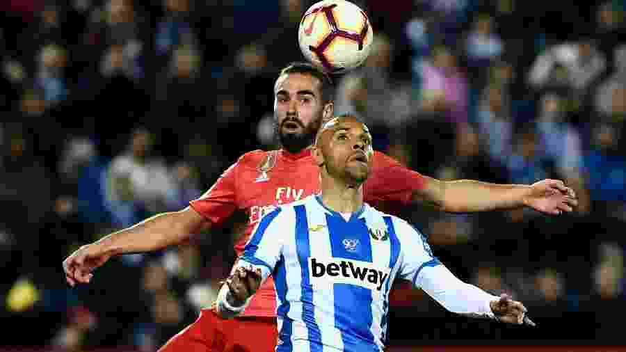 Dani Carvajal e Martin Braithwaite disputam bola na partida Leganés x Real Madrid - Pierre-Philippe Marcou/AFP