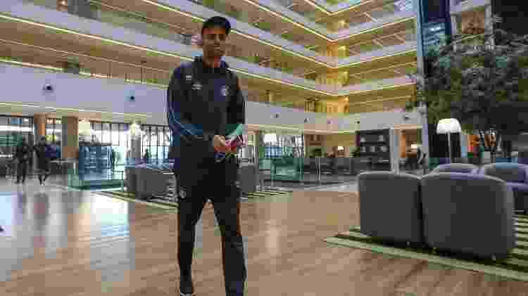 Luan chega ao hotel que recebe delegação do Grêmio no Paraguai - Lucas Uebel/Grêmio - Lucas Uebel/Grêmio
