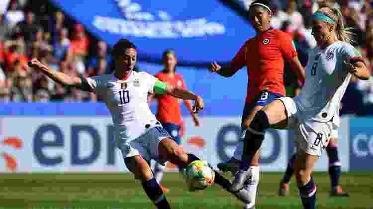 Lloyd contra o Chile - FRANCK FIFE/AFP - FRANCK FIFE/AFP