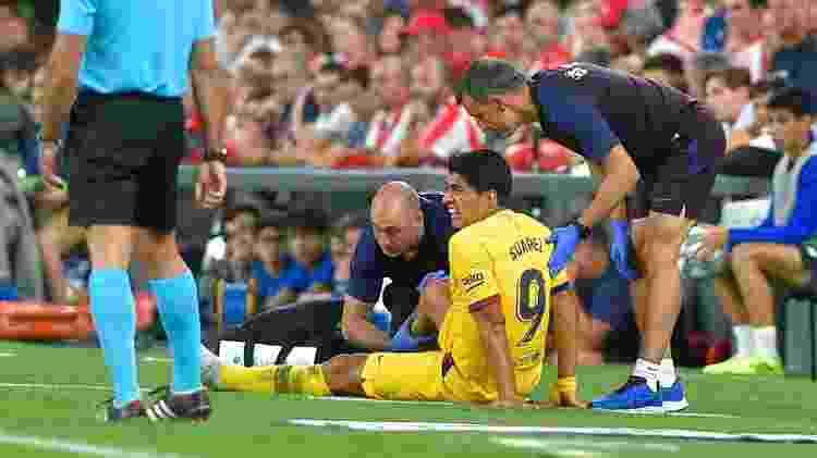 Suárez se lesionou ainda na estreia do Barcelona no Campeonato Espanhol - ANDER GILLENEA / AFP