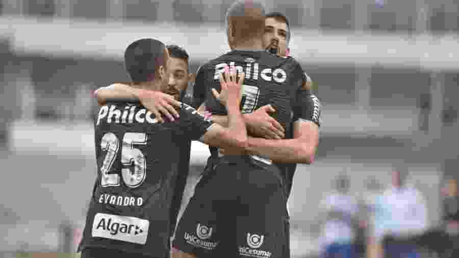 Uniforme 3 produzido pela marca fez sucesso entre os santistas - Divulgação/@SantosFC
