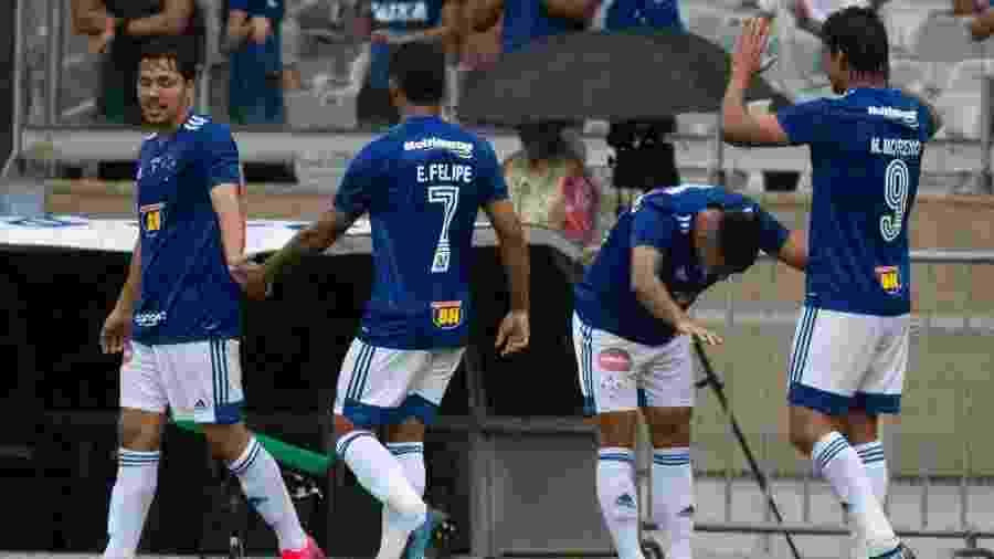 Moreno mostrou rapidez ao dar o bote e roubar a bola antes do primeiro gol do Cruzeiro - Fernando Moreno/AGIF