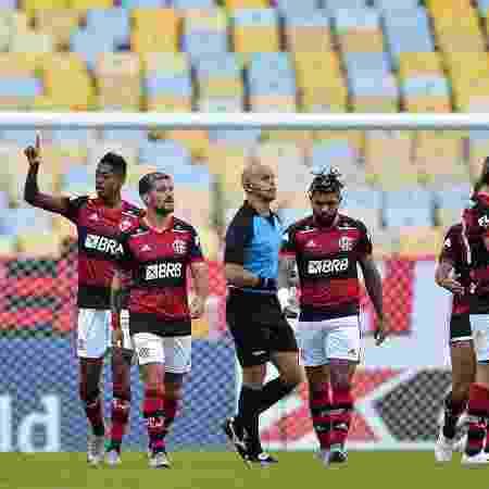 Bruno Henrique comemora gol do Flamengo na partida contra o Volta Redonda - Thiago Ribeiro/AGIF