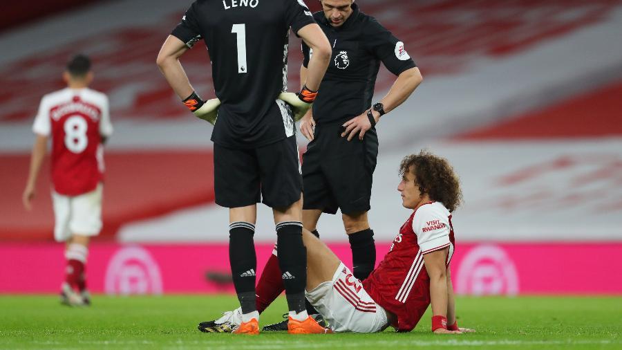 David Luiz sentiu a coxa no jogo contra o Leicester, pelo Campeonato Inglês - CATHERINE IVILL/REUTERS
