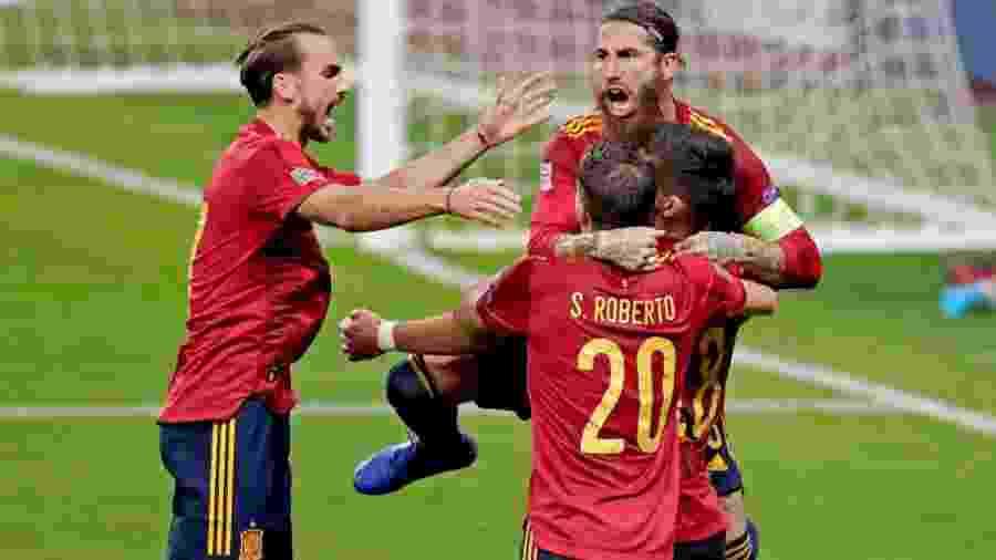 Espanha comemora gol em vitória contra a Alemanha, pela Liga das Nações - Getty Images
