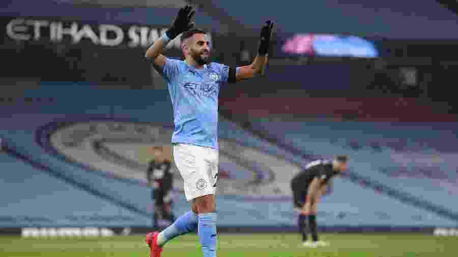 Mahrez marcou três gols na vitória do City sobre o Burnley - MICHAEL REGAN/AFP