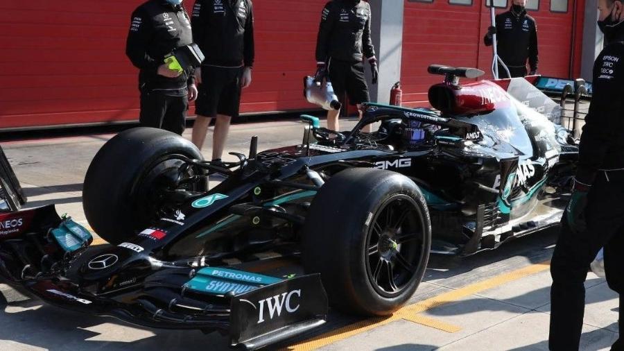O inglês Lewis Hamilton, da Mercedes, testa os novos pneus de 18 polegadas da Pirelli no circuito de Imola - Divulgação/Pirelli