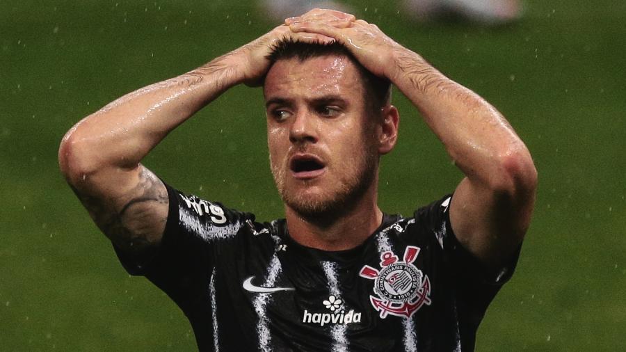 Ramiro, do Corinthians, lamenta chance perdida durante partida contra o Atletico-GO  - Ettore Chiereguini/Ettore Chiereguini/AGIF