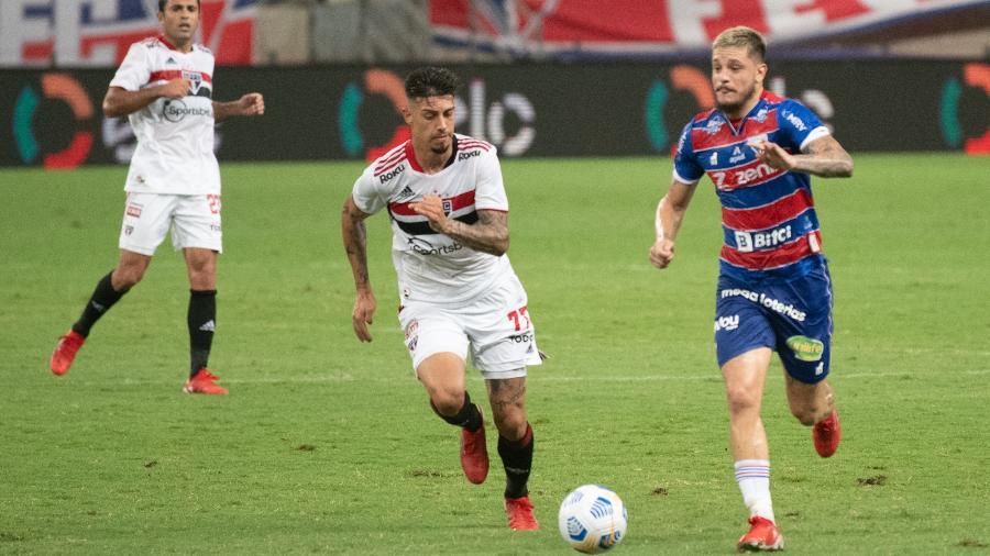 Rigoni acompanha Lucas Crispim no jogo entre Fortaleza e São Paulo - Kely Pereira/AGIF