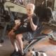 Aos 79 anos, rival de Schwarzenegger continua em forma e 'puxando ferro'