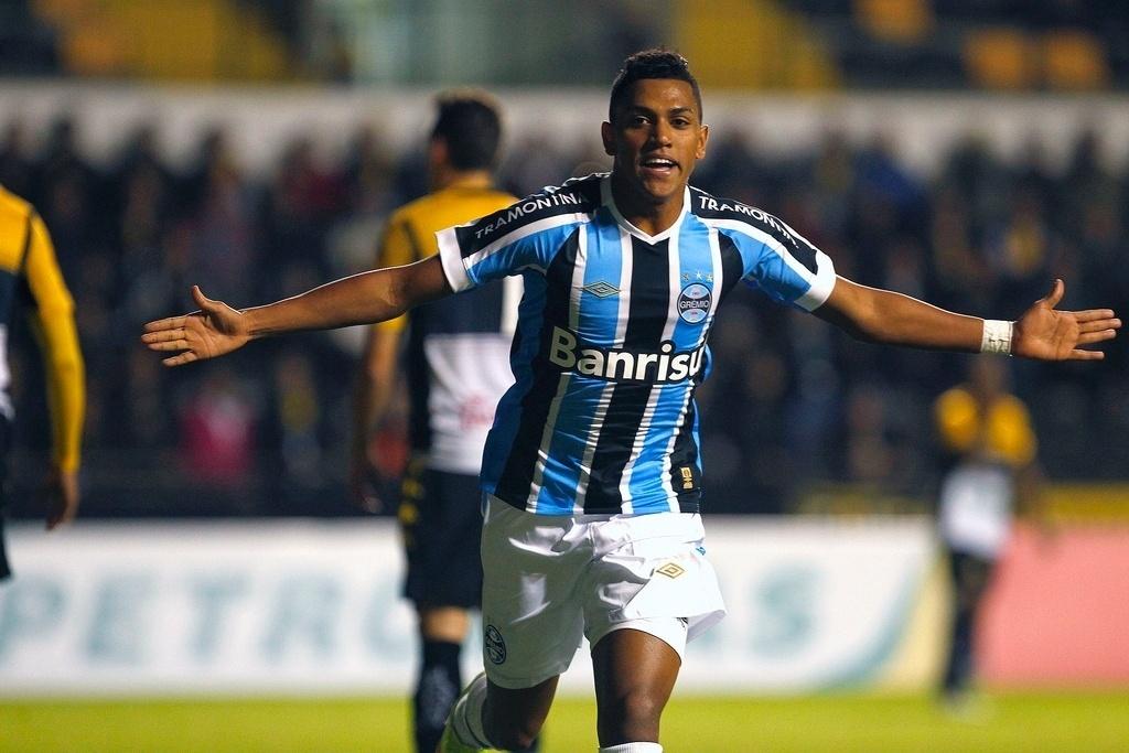 Pedro Rocha comemora gol marcado pelo Grêmio na partida contra o Criciúma, válida pela Copa do Brasil