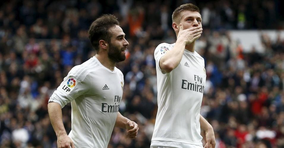 Toni Kroos e Carvajal, do Real Madrid, comemoram gol marcado contra o Athletic Bilbao, pelo Campeonato Espanhol