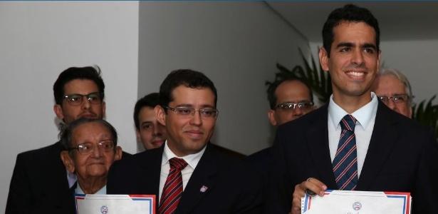Pedro Henriques (esq.) falou em coletiva após a eliminação do Bahia