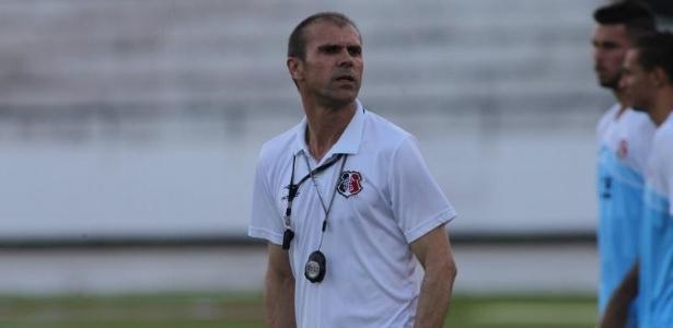 Técnico disse que campo do Arruda virou 'batatal' em razão de treinos e jogos no local
