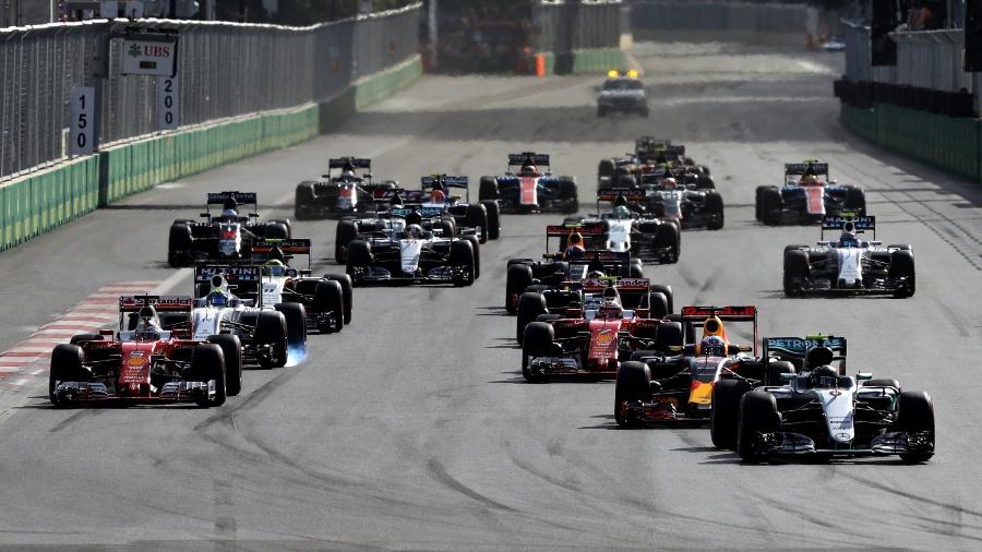 Carros durante GP da Europa, em Baku - Mark Thompson/Getty Images