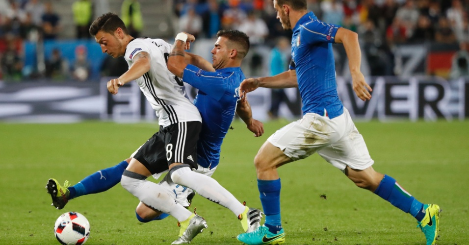 Primeiro tempo foi de muita marcação entre Alemanha e Itália