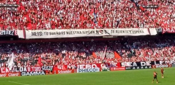 Torcida do Newell´s Old Boys estende faixa sonhando com a possibilidade de Messi defender o clube
