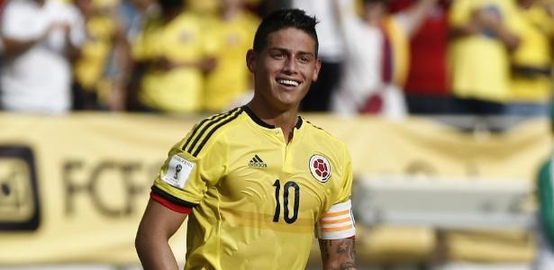 James Rodriguez em ação pela Colômbia, meia sofre pressão para apoiar plebiscito