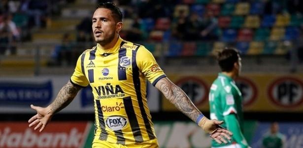 Braian Rodríguez comemora gol pelo Everton, do Chile, e pode ser campeão nesta quarta