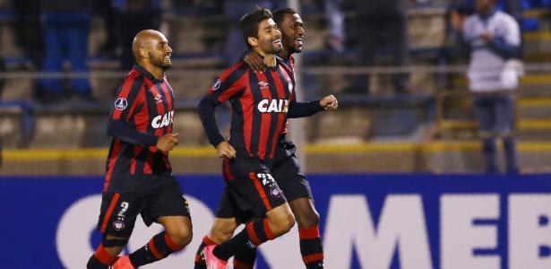 Atlético comemora: cena frequente nos jogos fora de Curitiba