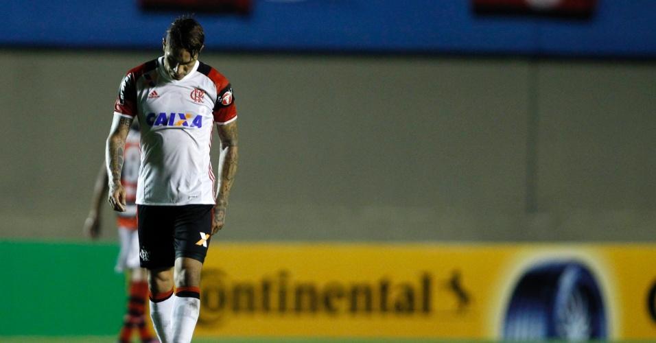 Guerrero fica desapontado no duelo do Flamengo contra o Atlético-GO